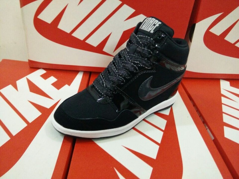 chaussure nike compensee femme chaussure nike homme noir nike sportswear femme chaussure chaussure n. Black Bedroom Furniture Sets. Home Design Ideas
